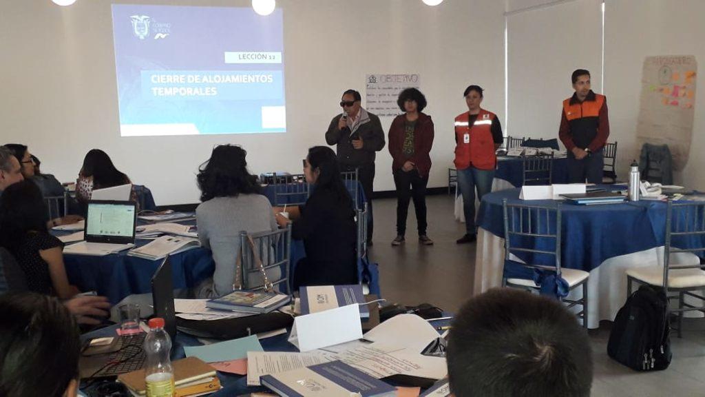 Delegación de RIADIS integrada por Mario Puruncajas y Sebastian Puruncajas impartiendo una charla de sensivilización a los participantes