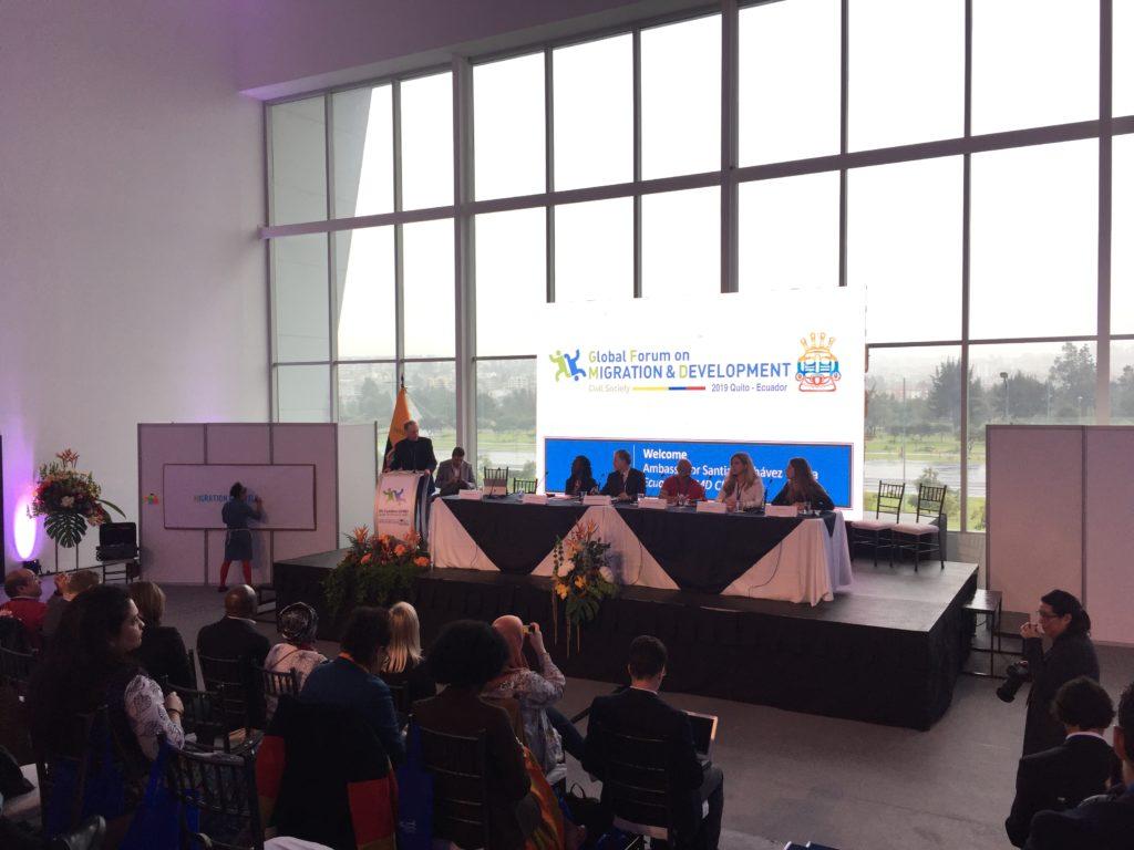 Fotografía de los panelistas durante la apertura del foro de la sociedad civil.